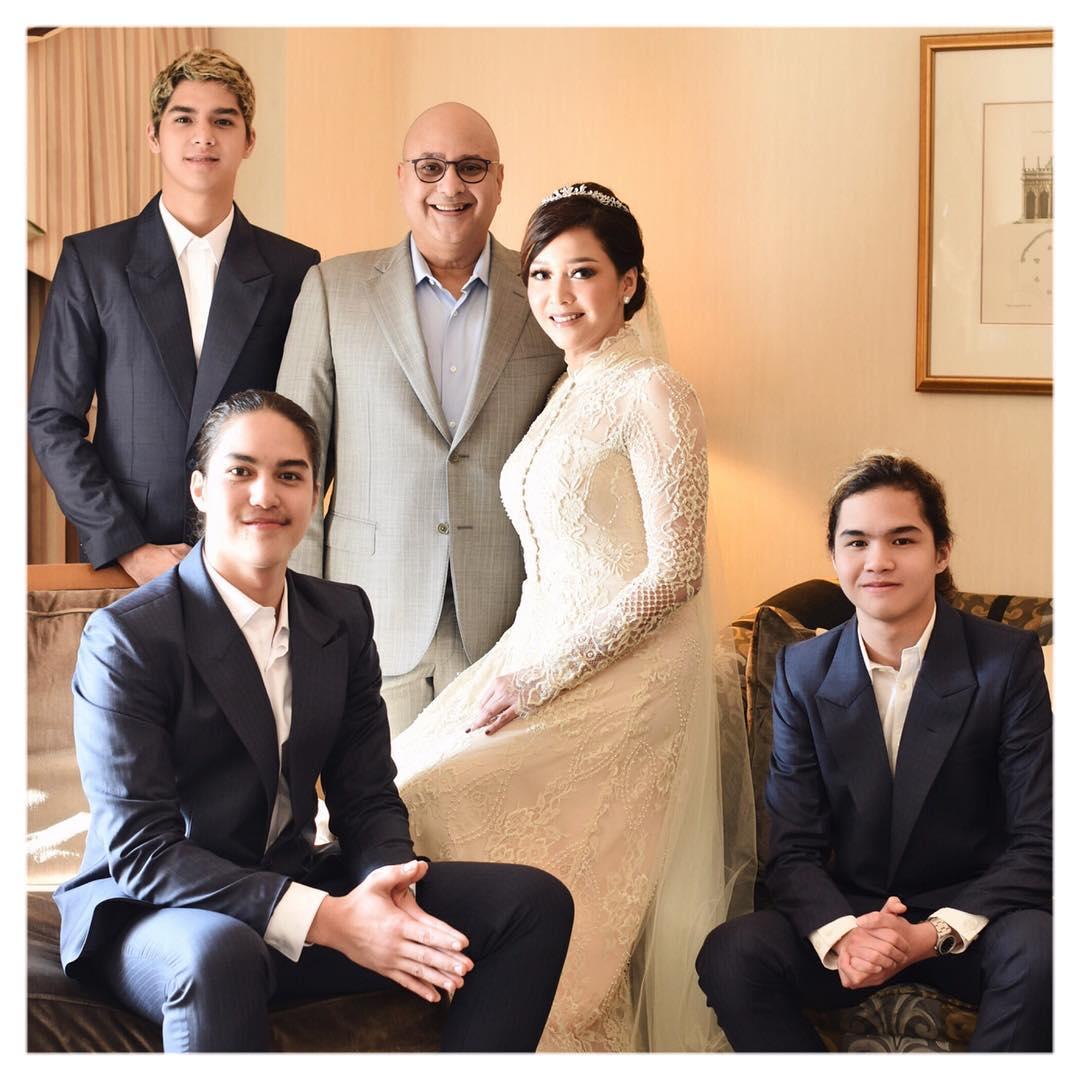 Foto Bersama Maia Estianty, Irwan Mussry, Al, El dan Dul Usai Acara Pernikahan